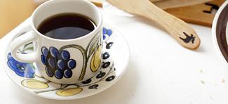 世界的に有名で「陶芸界のプリンス」カイピアイネン氏が手掛けた楽園を意味するパラティッシ。